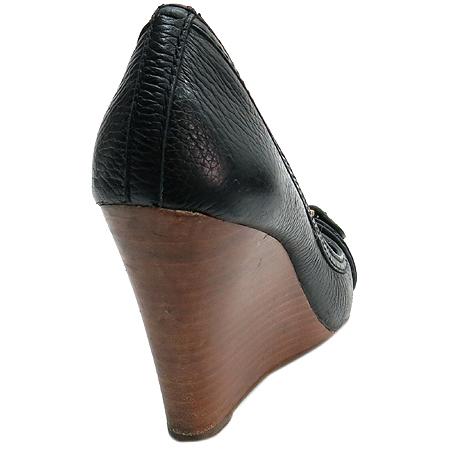 TORY BURCH(토리버치) 골드 메탈 로고 블랙 레더 웨지힐 오픈토어 여성 구두