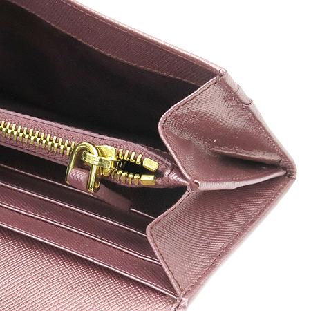 Prada(프라다) 1M1132 금장 로고 장식 SAFFIANO(사피아노) 장지갑 [압구정매장]