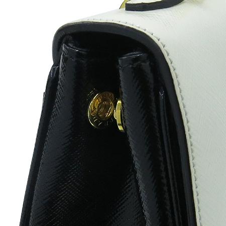 Prada(프라다) BR4977 SAFFIANO VERNIC(사피아노 베르닉) 페이던트 금장 체인 숄더백 [명동매장]