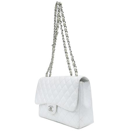 Chanel(샤넬) 캐비어 스킨 화이트 클래식 원 플랩 점보 사이즈 은장 체인 숄더백 이미지3 - 고이비토 중고명품