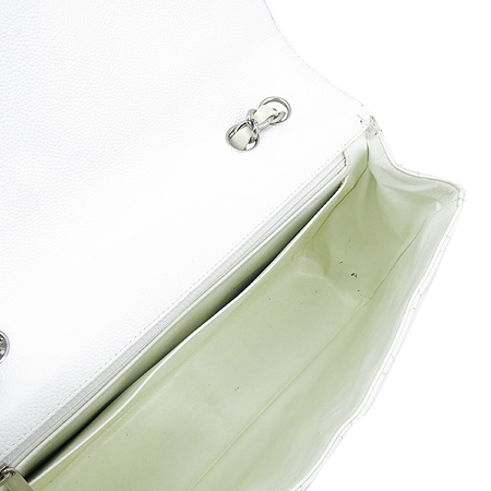 Chanel(샤넬) 캐비어 스킨 화이트 클래식 원 플랩 점보 사이즈 은장 체인 숄더백 이미지6 - 고이비토 중고명품