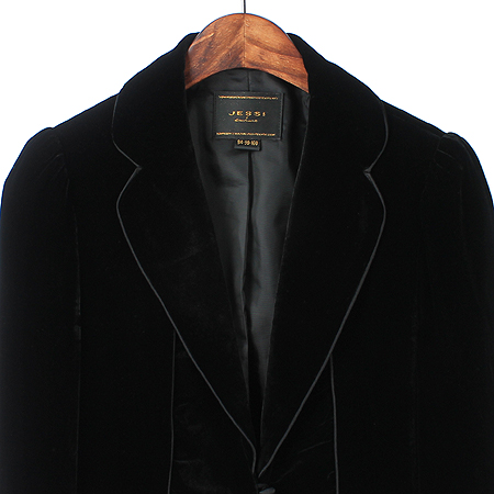 JESSI NEWYORK(제시뉴욕) 블랙컬러 실크혼방 벨벳 자켓