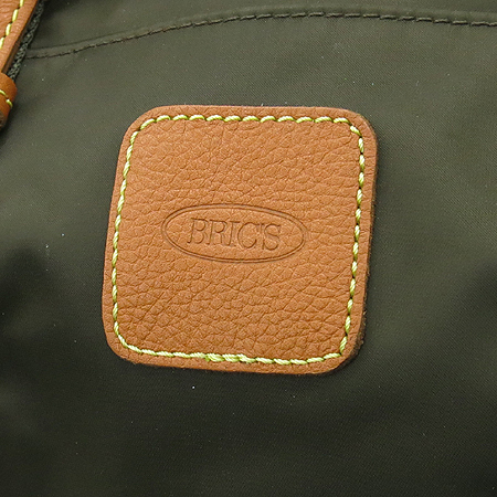 BRICS (브릭스) 카키 패브릭 브라운레더 혼방 로고 스탬핑 숄더백