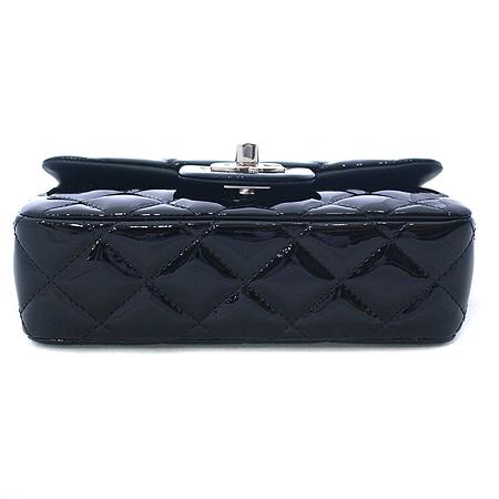 Chanel(샤넬) A69900 블랙 페이던트 은장 체인 미니 크로스백