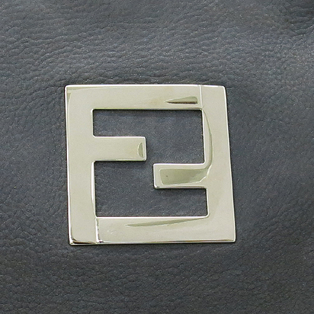 Fendi(펜디) 8BR636 금장 체인 숄더 장식 금장 로고 펄 레더 숄더백