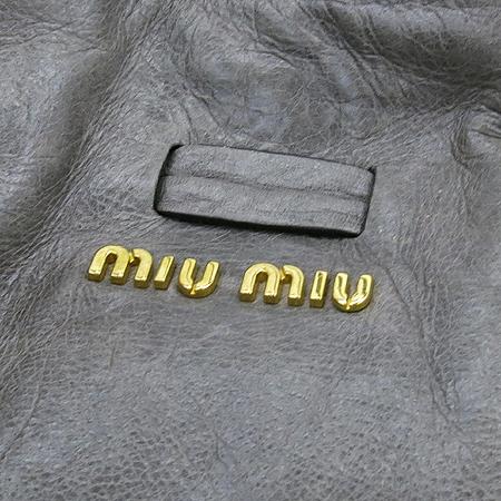 MiuMiu(미우미우) 측면 리본 장식 그레이 레더 숄더백