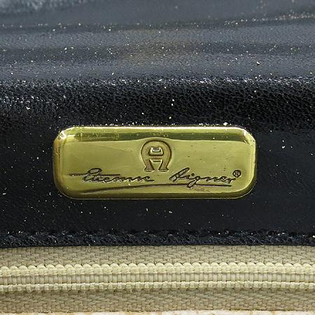 Aigner(아이그너) 블랙 레더 금장 로고 장식 스퀘어 토트백