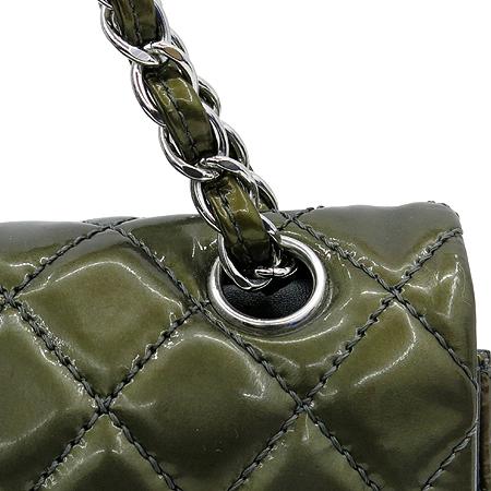 Chanel(샤넬) 페이던트 카키 클래식 M사이즈 은장로고 체인 숄더백