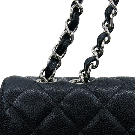 Chanel(샤넬) A28600Y01588 캐비어 스킨 클래식 점보 사이즈 은장  체인 숄더백 [명동매장]