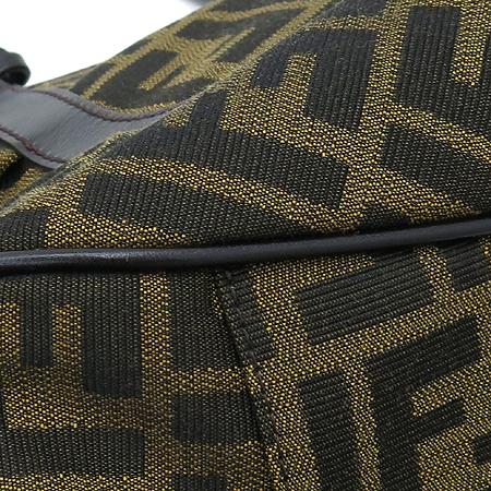 Fendi(펜디) 8BR628 금장 로고 장식 주카 패브릭 숄더백 [명동매장]