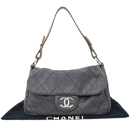 Chanel(샤넬) 빈티지 레더 은장 COCO 로고 숄더백