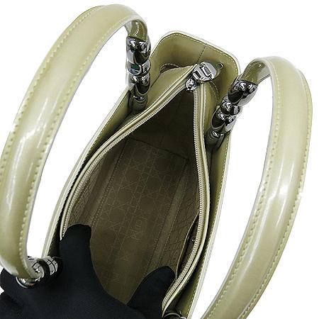 Dior(크리스챤디올) 실버 메탈 로고 페이던트 레더 스퀘어 토트백