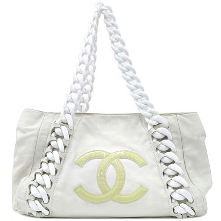 Chanel(샤넬) 럭셔리바이 화이트레더 애나멜 로고스티치 플라스틱 체인 숄더백 이미지2 - 고이비토 중고명품