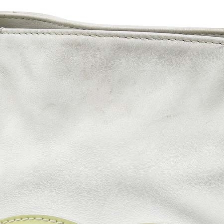 Chanel(샤넬) 럭셔리바이 화이트레더 애나멜 로고스티치 플라스틱 체인 숄더백 이미지4 - 고이비토 중고명품