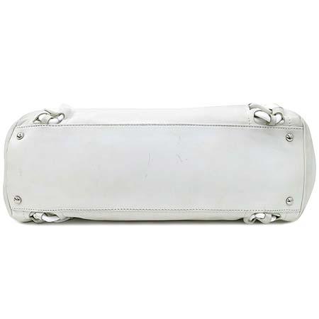 Chanel(샤넬) 럭셔리바이 화이트레더 애나멜 로고스티치 플라스틱 체인 숄더백 이미지5 - 고이비토 중고명품