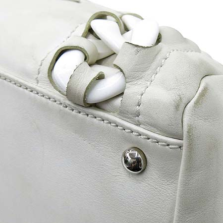 Chanel(샤넬) 럭셔리바이 화이트레더 애나멜 로고스티치 플라스틱 체인 숄더백 이미지6 - 고이비토 중고명품