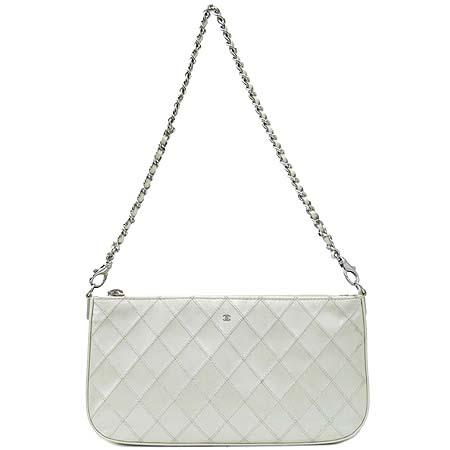 Chanel(샤넬) 화이트 카프스킨 퀼팅 파우치 겸 은장 체인 숄더백