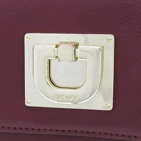 DKNY(도나카란) 레드 컬러 금장 D장식 여성용 장지갑