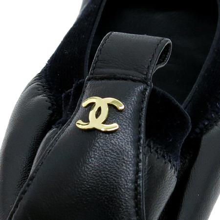 Chanel(샤넬) 금장 COCO로고 까멜리아 장식 여성용 구두