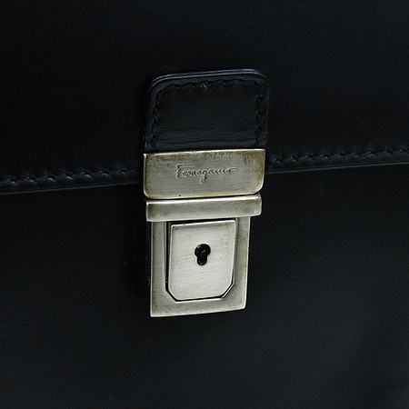 Ferragamo(페라가모) 24 7506 블랙 레더 투포켓 남성용 서류 가방 토트백 + 숄더 스트랩 이미지4 - 고이비토 중고명품