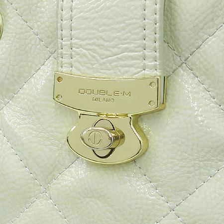 DOUBLE M(더블엠) 금장 로고 화이트 퀼팅 레더 체인 숄더백
