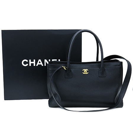 Chanel(샤넬) A15206Y01570 캐비어 스킨 금장 COCO로고 서프 토트백 + 숄더 스트랩 [부천 현대점]