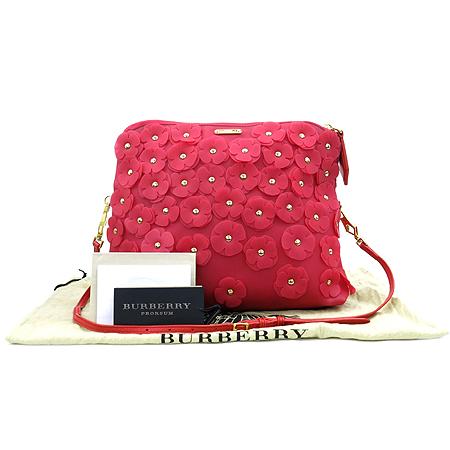 Burberry(버버리) 39292431 프로섬 핑크 러버 PETAL(페탈) 금장로고 징 장식 클러치 크로스백 [명동매장]