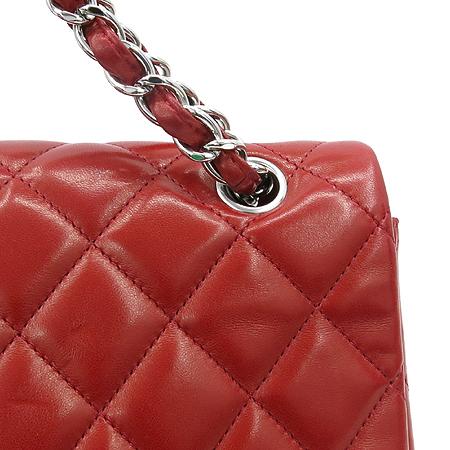 Chanel(샤넬) 레드 램스킨 클래식 맥시 사이즈 은장 체인 숄더백 이미지4 - 고이비토 중고명품