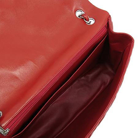 Chanel(샤넬) 레드 램스킨 클래식 맥시 사이즈 은장 체인 숄더백 이미지6 - 고이비토 중고명품