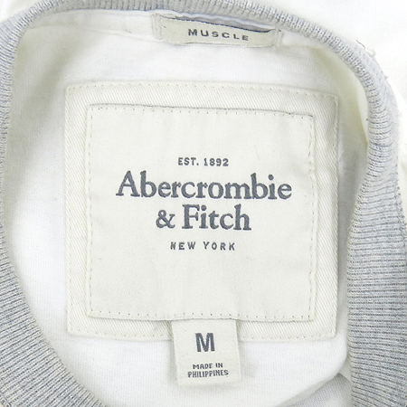 Abercrombie(아베크롬비) 화이트컬러 반팔 티