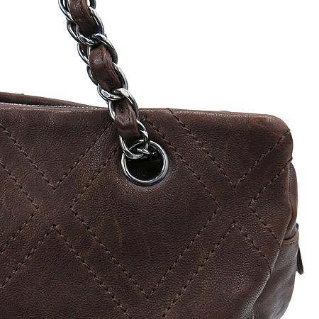 Chanel(샤넬) 브라운레더 스티치 정방 은장로고 체인 숄더백 이미지3 - 고이비토 중고명품