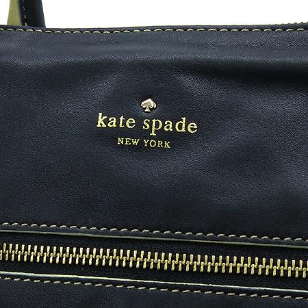 KATESPADE(케이트스페이드) 블랙레더 금장로고 프린팅짚업 2WAY 이미지4 - 고이비토 중고명품