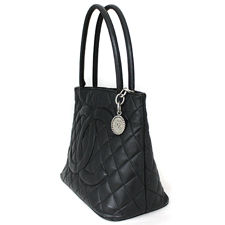 Chanel(샤넬) A01804Y01588 캐비어 스킨 블랙 은장 코인 토트백 [명동매장] 이미지2 - 고이비토 중고명품