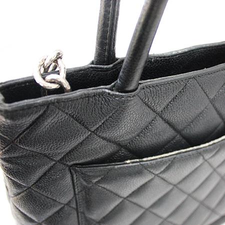 Chanel(샤넬) A01804Y01588 캐비어 스킨 블랙 은장 코인 토트백 [명동매장] 이미지3 - 고이비토 중고명품