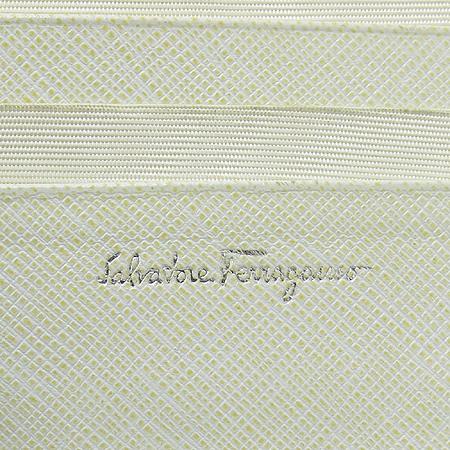 Ferragamo(페라가모) 22 5074 은장 간치노 장식 반지갑