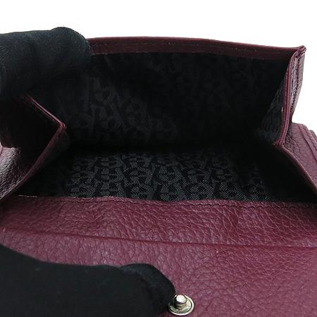 Aigner(아이그너) 버건디 레더 은장 로고 장식 중지갑 이미지6 - 고이비토 중고명품