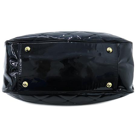 LOVCAT(러브캣) 블랙 페이던트 레더 퀼팅 금장 체인 장식 숄더백