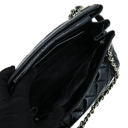 DAKS(닥스) 블랙 애나멜 금장로고 체인 숄더백 이미지6 - 고이비토 중고명품