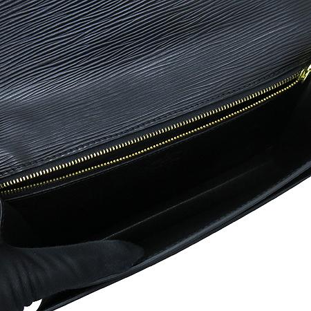 Louis Vuitton(루이비통) M52612 에삐 래더 금장 세리에 드래곤 세컨드백 이미지5 - 고이비토 중고명품