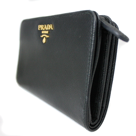 Prada(프라다) 1M1225 블랙 사피아노 금장로고 짚업 중지갑 [명동매장]