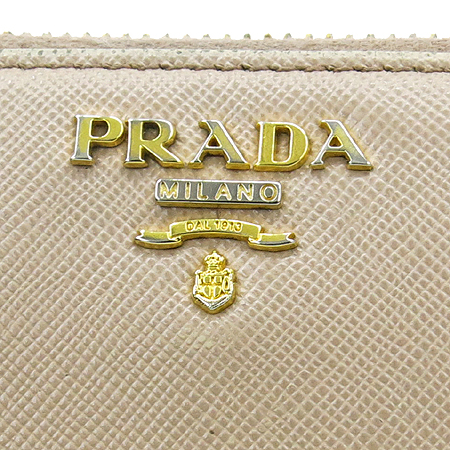 Prada(프라다) 1M1183 SAFFIANO METAL CAMMEO 사피아노 메탈 소프트 핑크 금장로고 짚업 장지갑