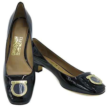 Ferragamo(페라가모) REBI 금장 로고 장식 여성용 구두