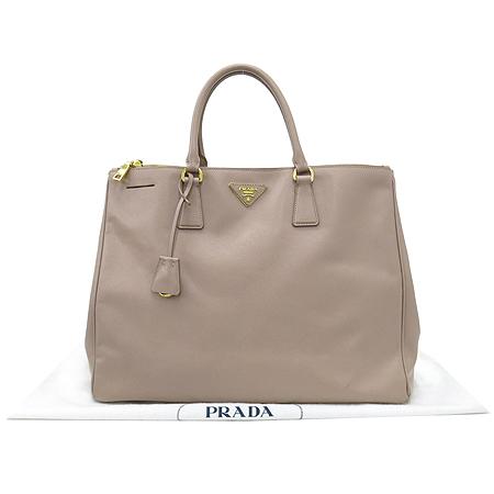 Prada(프라다) BN1802 SAFFIANO LUX CAMMEO 사피아노 럭스 소프트 핑크 금장로고 토트백