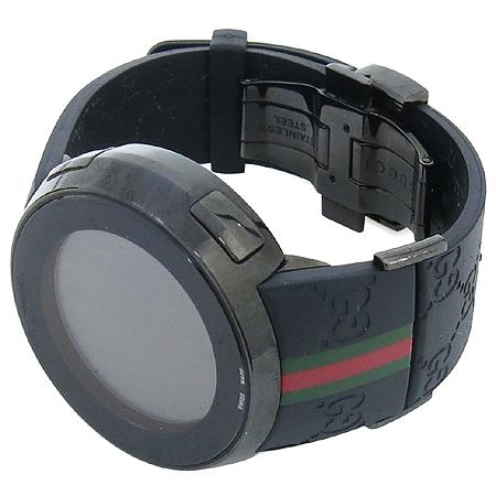 Gucci(구찌) YA114207 GUCCI 디지털 GG로고 러버밴드 남성용 시계 이미지2 - 고이비토 중고명품
