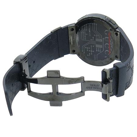 Gucci(구찌) YA114207 GUCCI 디지털 GG로고 러버밴드 남성용 시계 이미지3 - 고이비토 중고명품