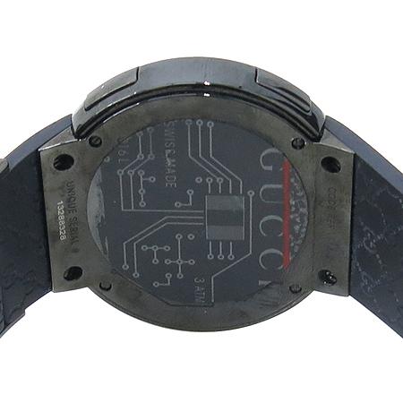 Gucci(구찌) YA114207 GUCCI 디지털 GG로고 러버밴드 남성용 시계 이미지4 - 고이비토 중고명품