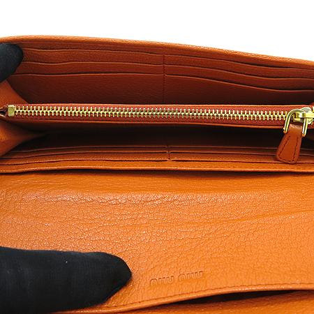 MiuMiu(미우미우) 크리스탈 장식 오렌지 컬러 레더 장지갑 [부산본점]
