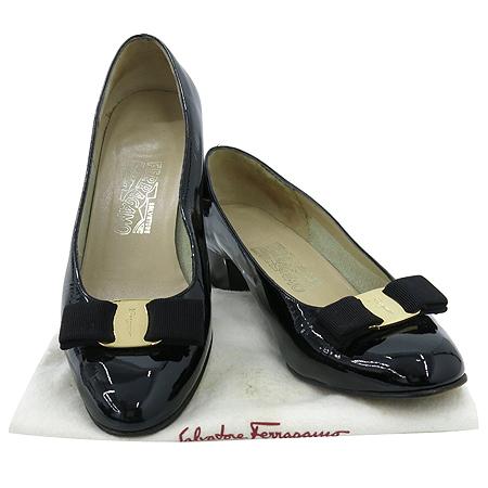 Ferragamo(페라가모) 은장 바라 장식 블랙 페이던트 여성용 구두