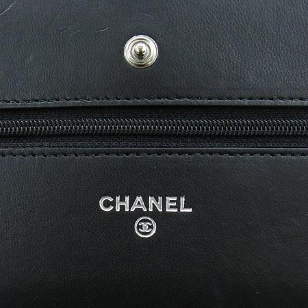 Chanel(샤넬) A33814Y01480 실버 COCO로고 블랙 램스킨 은장 체인 WOC 클러치 겸 크로스백 [압구정매장] 이미지5 - 고이비토 중고명품