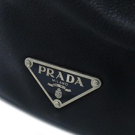 Prada(프라다) SOFT CALF 블랙 레더 벨트 장식 숄더백 이미지4 - 고이비토 중고명품